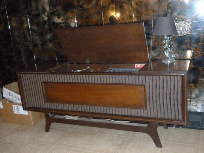 Awesome mid-century GE Stereo/turntable..all works!