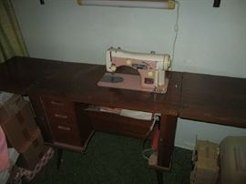 SEWING CABINET/DESK W/SEWING MACHINE