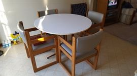 dining table & chairs $100