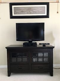 "32"" Panasonic TV and Cabinet"