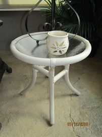 WHJTE PLASTIC ROUND LOW TABLE WITH PLASTIC TOP