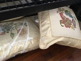 Set of 4 cruel work pillows