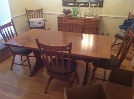 Ethan Allen Dining Table / 6 chairs $ 350.00