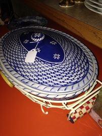 Blue & white oval casserole in caddy
