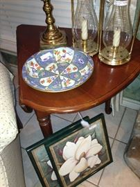 Side table (2 sides fold down); magnolia pictures