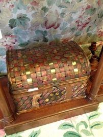Gold/brown/gold basket