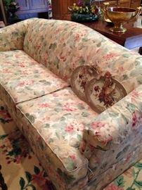 Floral 2-cushion sofa