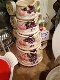 Stackable measuring cups
