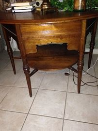 Round top, 2 tier table