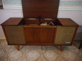 Mid Century Zenith Hi Fidelity Stereo/Phonograph