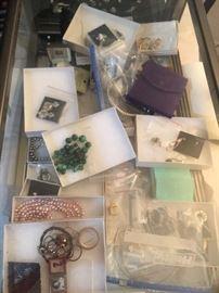 Jewelry, some original boxes