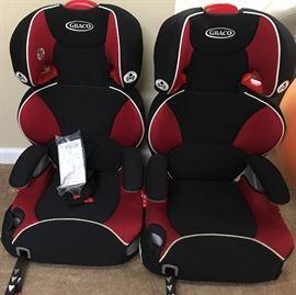2 like new Graco car seats