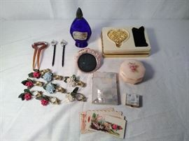 (17) Cosmetic Vintage Items  http://www.ctonlineauctions.com/detail.asp?id=685583