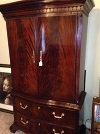 Gorgeous wood - TV armoire