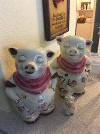 Shawnee Smiley Pigs Cookie Jar