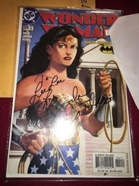 Lynda Carter autographed WONDER WOMAN comic book.