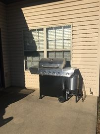 New (less than 5  months old) grill.
