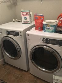 Washer/druyer set in excellent condition.