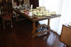 Vintage dining room table. Seats 8-10