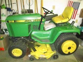 1990 John Deere 318