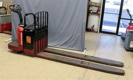 Raymond 8400 Ride Along Electric Pallet Jack w/ Hobart Charger, 8 Ft Forks, 6000 Lbs Capacity, 24V, 2888 Hours, SN# 840-07-74919