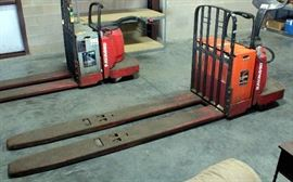 Raymond Model 8400 Ride Along Electric Pallet Jack w/ Charger, 8 Ft Forks, 6000 Lbs Capacity, 24V, 2895 Hrs, SN# 840-08-76420