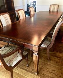 Ethan Allen Dining Room set includes leaves and 8 chairs