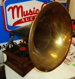Antique Morning Glory Horn Victrola, Patent Date November 18, 1902