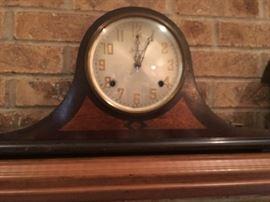 Vintage windup clock great shape