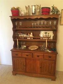 Vintage American Colonial maple hutch