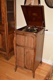 Antique Victrola (needs work)