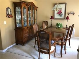 Thomasville Dining  Room.  Dining table ahs 2 large leaves