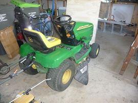 John Deere LT155 Tractor