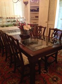Exceptional dining table with 8 chairs