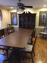 Dining table with pads - 8 chairs