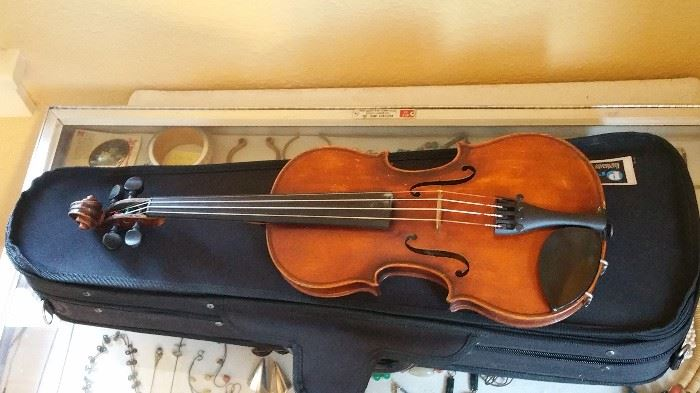 Rare Anton Schroetter Violin and bow with case