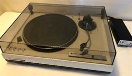 Turntable, Kenwood KD-500 Direct Drive Stereo Turntable      http://www.ctonlineauctions.com/detail.asp?id=683285