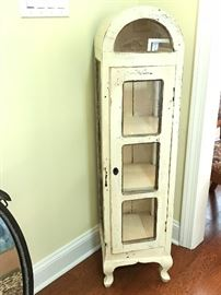 A sweet little cabinet with a thousand uses!