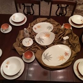 Set of retro China on shades of white, gray and burnt orange. Ample completer set of this fabulous MCM pattern included.
