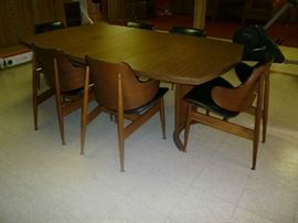 KODAWOOD DINING TABLE W/6 CHAIRS