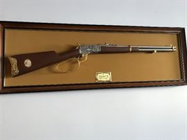 John Wayne 1892 Model 44-40 Western Commemorative Non-Firing Rifle