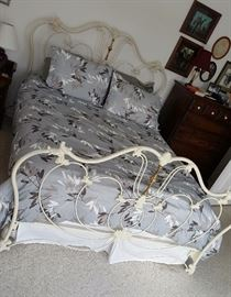 IRON QUEEN SIZE BED