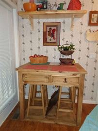 cute bar type table w/stools that tuck under neath