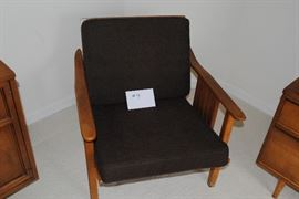 Mid-century chair  http://www.ctonlineauctions.com/detail.asp?id=685734
