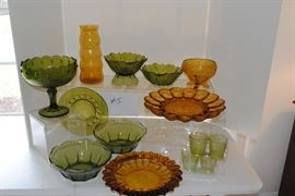 Vintage avocado and gold glassware  http://www.ctonlineauctions.com/detail.asp?id=685737