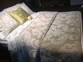 New Queen Sized Comforter Set
