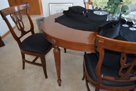 Dining Room table with 6 chairs, pads and internal leaves - Northern Furniture Co.