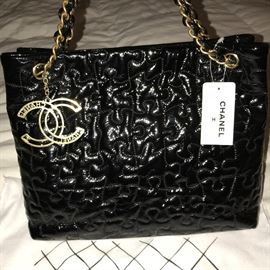 AUTHENTIC CHANEL BLACK CRACKLE PATENT LEATHER PUZZLE TOTE