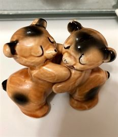 Bear Hug Salt &Pepper