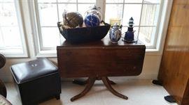 Duncan Phyfe style table